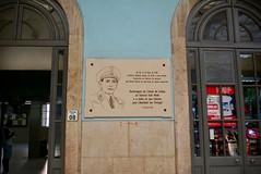 Lisbon 2018 – Santa Apolónia railway station – Plaque for general Humberto Delgado (Michiel2005) Tags: plaque bord humbertodelgado santaapolónia station statie estaçãoferroviáriadelisboasantaapolónia lisbon lissabon lisboa portugal