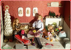 24.advent day - advent calendar with dolls 2018 (Mary (Mária)) Tags: doll diorama dollcollector christmas christmastree advent calendar winter dog handmade fireplace scene kelly tommy mattel candlestick wreath marykorcek