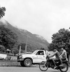 De subida (Marcos Núñez Núñez) Tags: rolleiflex blackandwhite bw streetphotography streetphotographer blancoynegro byn moto ilford analogphotography filmphotography rollo 6x6 rollei mx oaxaca jacatepec subida