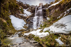 Deshielo (Rubenuco) Tags: cascada reguerocándano agua nieve arroyo león españa ngc rubencaneda rocas ríodefaro redipuertas seda deshielo