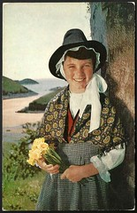 Welsh girl in Welsh national costume (tico_manudo) Tags: welshnationalcostume vintagepostcards welsh gales reinounido paísdegales