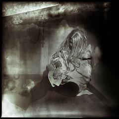 Douce folie..... (Des.Nam) Tags: nb noiretblanc noir bw blackwhite monochrome mono analogefex folie modèle studio elinchrome femme bas legs desnam nikon texture textured bordure flou blur poupée