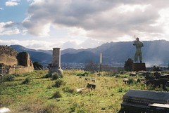 Dedalo di Mitoraj, Pompei (caterina_pilesi) Tags: dedalo mitoraj pompei scavi kodak colorplus