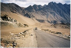 (grousespouse) Tags: ladakh 35mm analog film canonautoboyii sureshot autoboy landscape kodakcolorplus200 analogue mountains majestic scenery himalayas stark colorfilm colourfilm argentique scanned road croplab grousespouse 2018