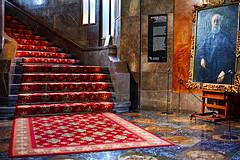 Palau Güell - Gaudí (Fnikos) Tags: palau palaugüell gaudí antonigaudí building construction architecture stairs escala escalera carpet design diseño painting pintura frame cuadro door window light dark floor wall indoor