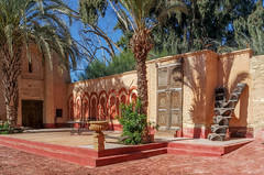 An inviting place (KPPG) Tags: morocco marokko africa afrika architektur architecture agadir farbenfroh colorful palmtree palme