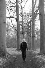 Marie # 11 (just.Luc) Tags: vrouw femme frau donna mujer woman lgbt bos forêt forest bn nb zw monochroom monotone monochrome bw trees bomen arbres árbol bäume puurs hofvancoolhem wald vlaanderen flandres flanders belgië belgien belgique belgium belgica