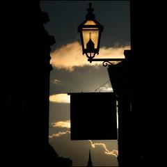 (*Kicki*) Tags: stockholm gamlastan sweden oldtown fotofikapromenad autumn lamp light sunset goldenhour sky square clouds silhouette