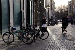 winter high noon 3@Duisburg, Germany (Amselchen) Tags: street streetphotography light shadow city germany season winter dof depthoffield bike bicycle canon ef2470mmf4lisusm canoneos6dmarkii