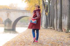 Fallen Leaves (sdupimages) Tags: centré center perspective bag marvel style fashion bokeh parisienne paris leaves colourful femme girl woman autumn automne portrait portraiture shooting