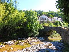 Izalzu (Navarra) (sebastiánaguilar) Tags: 2014 izalzu navarra españa ríos puentes paisajeurbano rio