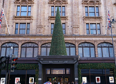 Harrods Entrance at Christmas Time (ChiralJon) Tags: harrods london store christmas tree united kingdon great britain shop tourism tourist photography 哈罗德 ハロッズ londres londyn londra tourisme 旅游 туризма лондон ロンドン 伦敦