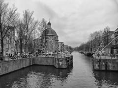 Singel, 5-1-2019 (k.stoof) Tags: singel haarlemmersluis sluis lock eenhoornsluis amsterdam centrum gracht canal