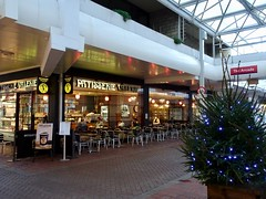The Mall, Cwmbran 18 November 2018 (Cold War Warrior) Tags: patisserie valerie cafe cwmbran