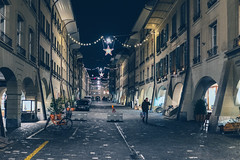 Münstergasse (Bephep2010) Tags: 2018 35mmf14dghsmart 7markiii alpha altstadt bern fahrrad herbst ilce7m3 münstergasse nacht schweiz sigma sony stern switzerland weihnachtsdekoration autumn bycicle christmasdecorations fall night oldtown star ⍺7iii kantonbern ch