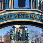 Die Schrift - Heinzels Wintermärchen mit Blick auf drei Statuen thumbnail