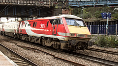 91109 (JOHN BRACE) Tags: 1990 crewe built bobo 25 kv electric loco 91109 renumbered from 91009 when refurbished bombardier doncaster 2002 seen harringay lner branded virgin livery