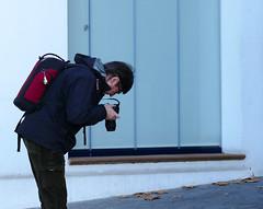 EN MIQUEL FENT UNA FOTO (Joan Biarnés) Tags: calelladepalafrugell baixempordà costabrava 285 panasonicfz1000 miquel retrat retrato robat robado