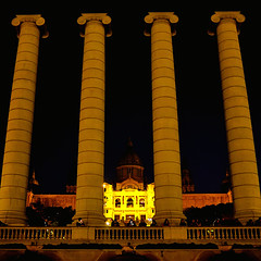Palau Nacional de Montjuïc (Fnikos) Tags: palau palacio montjuïc building architecture column sky night nightview nightshot dark light colors people outdoor