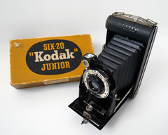 Kodak six-20 junior. (karl from perivale) Tags: camera box kodak kodaksix20junior bellows lens old photography indoor