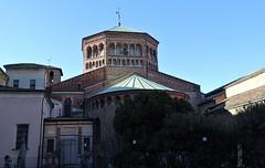 Milano (50) (pensivelaw1) Tags: italy milan statues trump starbucks romanruins thefinger trams cakes architecture
