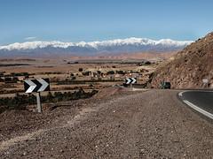 Deserto e neve (lucahworld) Tags: marocco morocco africa nordafrica magreb viaggio travel atlante montagna montagne mountain montains snow neve road strada paesaggio paesaggi belvedere