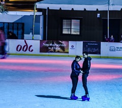 teen love on the ice (pbo31) Tags: sanfrancisco california nikon d810 color night city november 2018 boury pbo31 over financialdistrict ice rink embarcaderocenter couple holidays