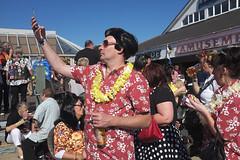 Taking a selfie (kevin Akerman) Tags: elvis festival porthcael yellow garland selfie colourful hawaiian
