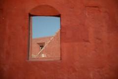 PERU' (gabrielebettelli56) Tags: southamerica peru arequipa window sky cielo rosso red wall nikon travel viaggi