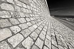 Digue du Boutillon Ile de Ré r (freephysique) Tags: île ré ilederé bretagne digue plage boutillon pierre architecture côte mer protection