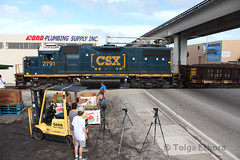 Tripods, Melons, and Trains (TolgaEastCoast) Tags: csx yard job downtown spur miami florida y120 gp382 nw 12 ave allapattah locomotive produce district 1950s