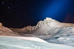 Raquettes de Minuit - Tignes (Lilian Mérico) Tags: minuit neige lumière montagne faisceau lumineux ciel étoiles étoilé