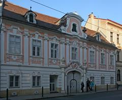 Barockes Bürgerhaus in der Penzinger Straße (Wolfgang Bazer) Tags: penzinger strase 34 barockes bürgerhaus baroque townhouse barock penzing wien vienna österreich austria