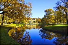 Nienoord.............. (atsjebosma) Tags: pond bomen vijver gras blauw lucht reflecties castle kasteel leek groningen thenetherlands autumn herfst kleurrijk colourful 2018 atsjebosma licht zonlicht coth5
