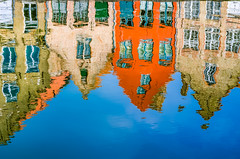 Reflections of the Orange House, Along the Langerei. Brugge, Belgium (andrewhardyphotos) Tags: belgique belgium belgië bruges brugge canal colorful langerei nikond7000 reflections sigma1750mmf28exdcoshsm windows beauty bricks center city historic water architecture blue facade houses old rooftops sky