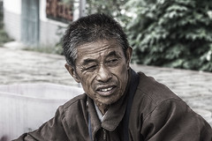 the street trader (murtica27) Tags: china asia asien hefei sanhe anhui travel old world menschen mann boy people street strase outdoor reise chinese town city tradition blue land countryside market talk leute friend sony alpha