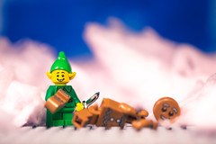 Cotton Candy Killing Field (3rd-Rate Photography) Tags: elf gingerbreadman lego cottoncandy candyfloss food knife toyphotography toy minifig min canon 5dmarkiii 100mm jacksonville florida christmas death murder 3rdratephotography earlware 365 sugar