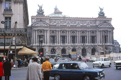 Trafic (1971) (ƒliçkrwåy) Tags: paris opera garnier palais building car 1970s 1971 kodachrome