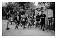 nuées d'hirondelles (laurent.triboulois) Tags: enfants children vacances holidays
