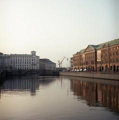 kanalen (rotabaga) Tags: sverige sweden göteborg gothenburg lomo lomography kodak ektar twinlens lubitel166 mediumformat mellanformat 120 6x6