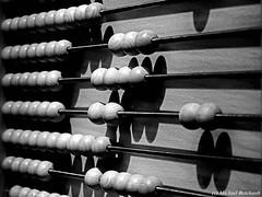 Abakus. Play with figures Abakus Zahlenspielereien (Mike Reichardt) Tags: abakus zahlen schwarzweiss spielereien blackwhite blancetnoir minimalism minimal minmal macro makro monochrome minmalism