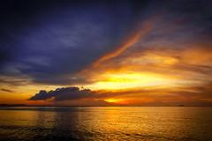 Calido y Frio....!!! (Nita_Fotos) Tags: sun sundown clouds blue orange sol atardecer nubes naranja cielo mountain montañas reflection reflejos trees arboles agua ships barcos lecheria venezuela tuniñasalvajedelaselva