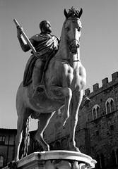 Cosimo I de' Medici (Mattia Camellini) Tags: fed2 jupiter8250mm sovietcamera sovietlens analog analogue firenze italy vintagecamera canoscan9000fmarkii id11 ilfordfp4 mattiacamellini cosimoidemedici giambologna art statuainbronzo bronze pellicola rangefinder