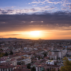 bright sunrise (freemanphoto) Tags: sunrise alba morning skyporn sky cloud cloudporn cloudy clouds goldenhour oradoro panorama city città bergamo visitbergamo lowercity bright autumn autunno autumnweather clearsky