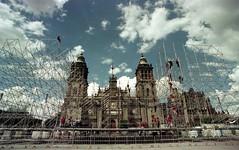Funambulistas (plazabreakers) Tags: cdmx df zocalo trabajadores catedral film