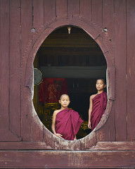 Look out the window ('Okular') Tags: reisenstädte myanmar genre porträts menschen portraits travel asia happyplanet people portrait asiafavorites kloster monastery