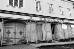Kaufhaus im Waldviertel - Geras (jazzfoto.at) Tags: sw bw schwarzweiss blackandwhite blackwhite noirblanc bianconero biancoenero blancoynegro zwartwit pretoebranco sonyrx100m3 rx100m3 rx100miii sonyrx100iii sonydscrx100iii dscrx100iii