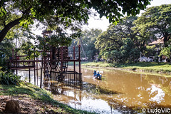 Water Wheel along the riverside in Siem Reap (Lцdо\/іс) Tags: siemreap wooden water wheel river rivière moulin eau cambodge cambodia kambodscha travel trip asia asian asie asiatique lцdоіс 2018 novembre november boat bateau bâteau nature city citytrip
