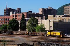 DAHN-TAHN (skuat-2) Tags: conemaughandblacklick cbl emd nw2 cbl2000 johnstown pennsylvania pa csx interchange scsub train gondola switcher railroad locomotive buildings downtown city