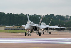 EGVA - McDonnell Douglas F/A-18C Hornet (lynothehammer1978) Tags: egva ffd raffairford royalinternationalairtattoo royalinternationalairtattoo2007 mcdonnelldouglasfa18chornet